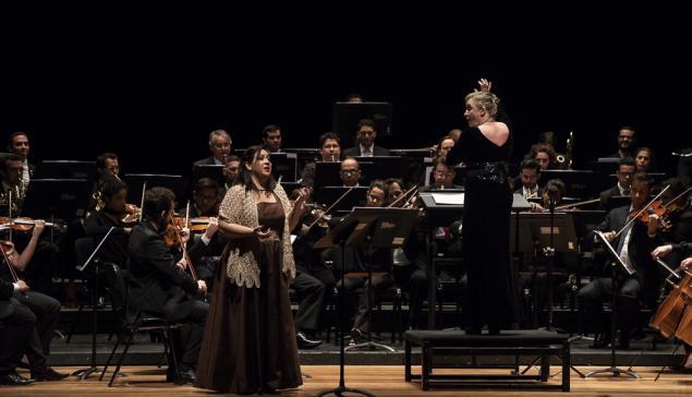 A Orquestra do Theatro São Pedro com Ligia Amadio [Divulgação / Sergio Ferreira]