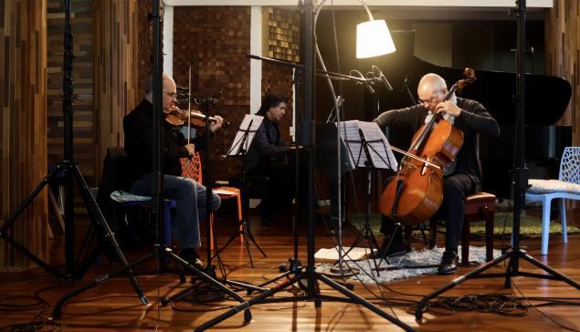 Revista Concerto Claudio Cruz, Ricardo Castro e Antonio Meneses [João Victor Cruz/Divulgação]