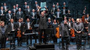 Maestro Heinz Karl Gruber ergue partitura de von Einen [Salzburger Festspiele - Marco Borrelli]